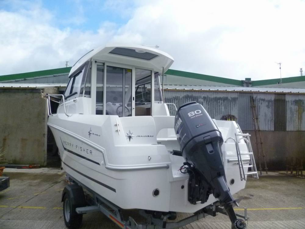Jeanneau Merry Fishers, Beneteau Antares, many fishers in